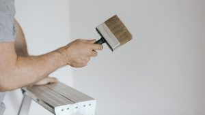 Aprende a retocar la pintura de tus paredes sin que se note